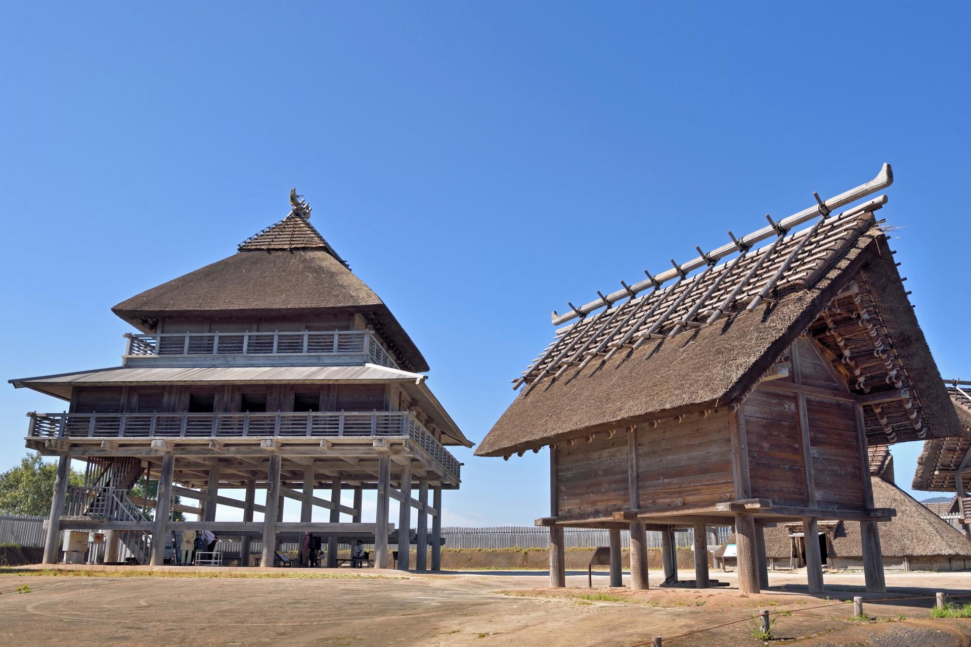 北内郭の主祭殿と倉庫